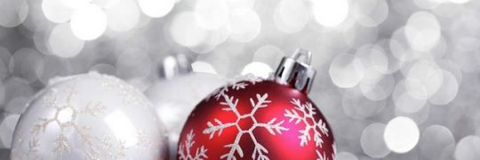 Red_and_white_christmas_baubles_002001